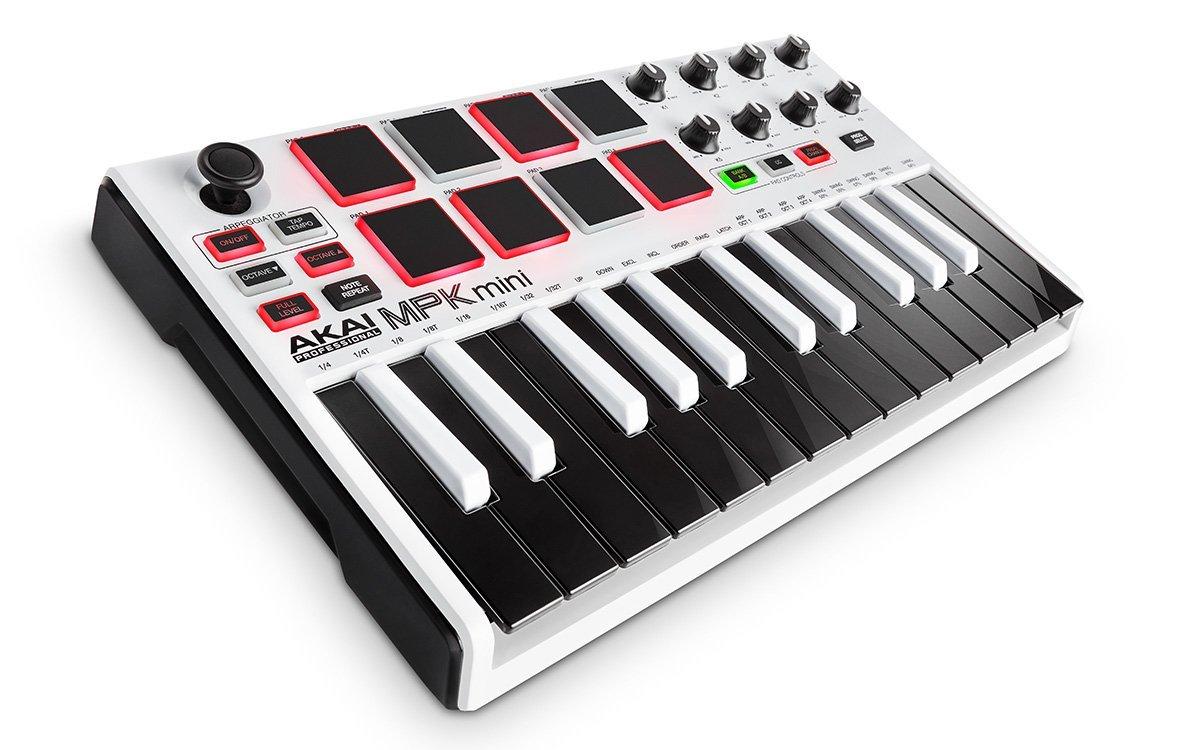 アマゾンタイムセールでAkai Professional USB MIDIキーボードコントローラー 8パッド MPK mini MK2が9980円⇒7984円。