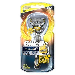 アマゾンで髭剃りのジレット フュージョン5+1 プロシールド ホルダー 替刃2個付が627円。替え刃3つ購入で1割引き。