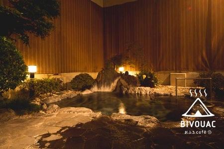 グルーポンで埼玉県熊谷市の温泉施設「おふろcafe bivouac」が1380円⇒840円。ボルダリングも一応できる。