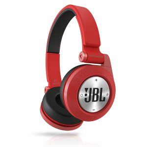 アマゾンでJBL Synchros E40BT ワイヤレスヘッドホンが7980円⇒6980円。