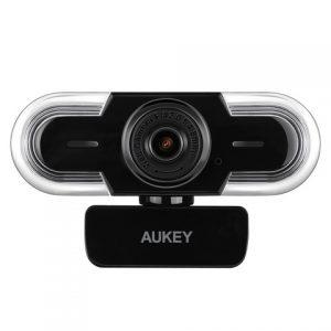 アマゾンでAukey Full HD対応300万画素WebカメラPC-LM1Aの割引クーポンを配信中。
