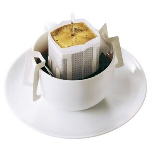アマゾンでドトールコーヒー ドリップパック、レアルブラック、AGF ブレンディ スティック、UCC 職人の珈琲ドリップコーヒーがそれぞれ投げ売り中。