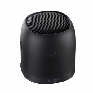 アマゾンでAUKEY ポータブル bluetoothスピーカー FMラジオ機能搭載  SK-M31の割引クーポンを配信中。