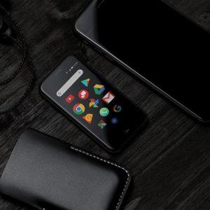 手のひらサイズの3.3インチ小型スマートフォン「Palm Phone」が発表へ。Android8.1/62.5g/SD435/RAM3GB/ROM32GB/12MP/8MP/800mAh。