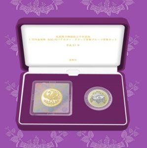 天皇陛下御在位30年記念の1万円硬貨が138000円、500円硬貨セットの抽選販売を開始。純金製。500円硬貨は2019年2月に金融機関で交換開始。