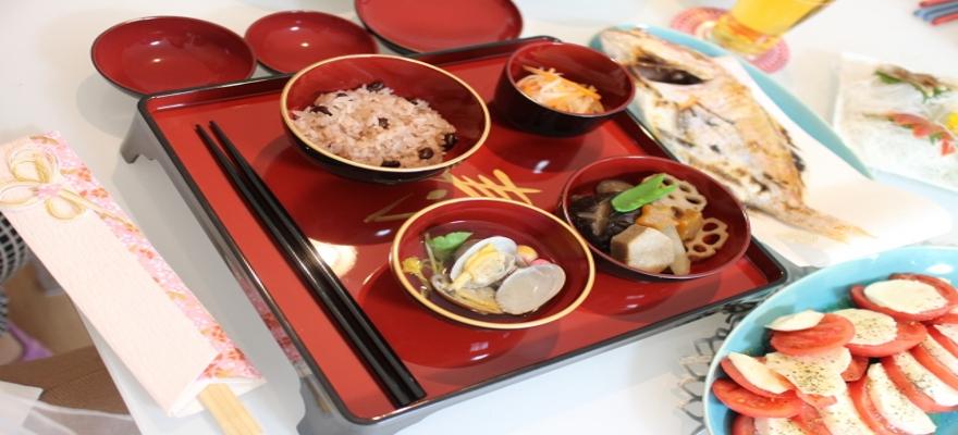 明治神宮内で赤飯2000食が無料配布予定。11/23は「お赤飯の日」。11時、14時~。
