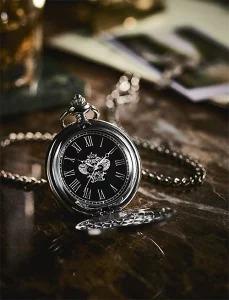 アマゾンでMonoMax(モノマックス) 2019年 3月号を買うと付録で中二病臭いオロビアンコの懐中時計がおまけでついてくる。2/9~。