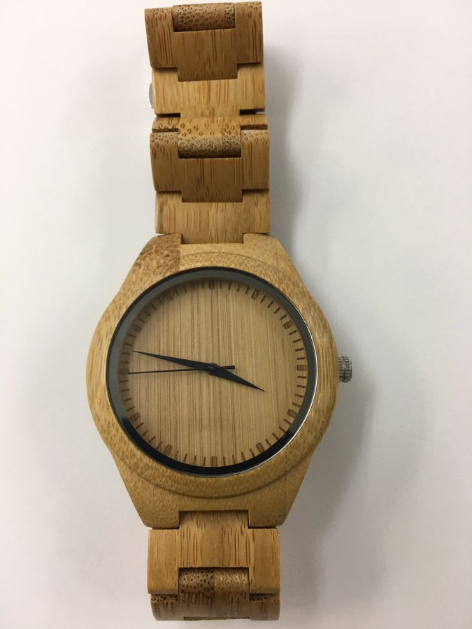河野大臣の竹製腕時計はフィリピンのKAWAYAN製品。5000円ぐらい。日本民族は「慎ましさ」が矜持。楽天・アマゾンでも類似品が大量に売れている。