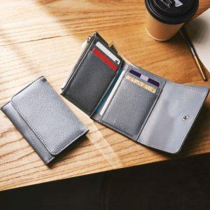 アマゾンで雑誌のMonoMax(モノマックス) 2020年 7月号を買うと、SHIPSの三つ折り財布がついてくる。6/9~。