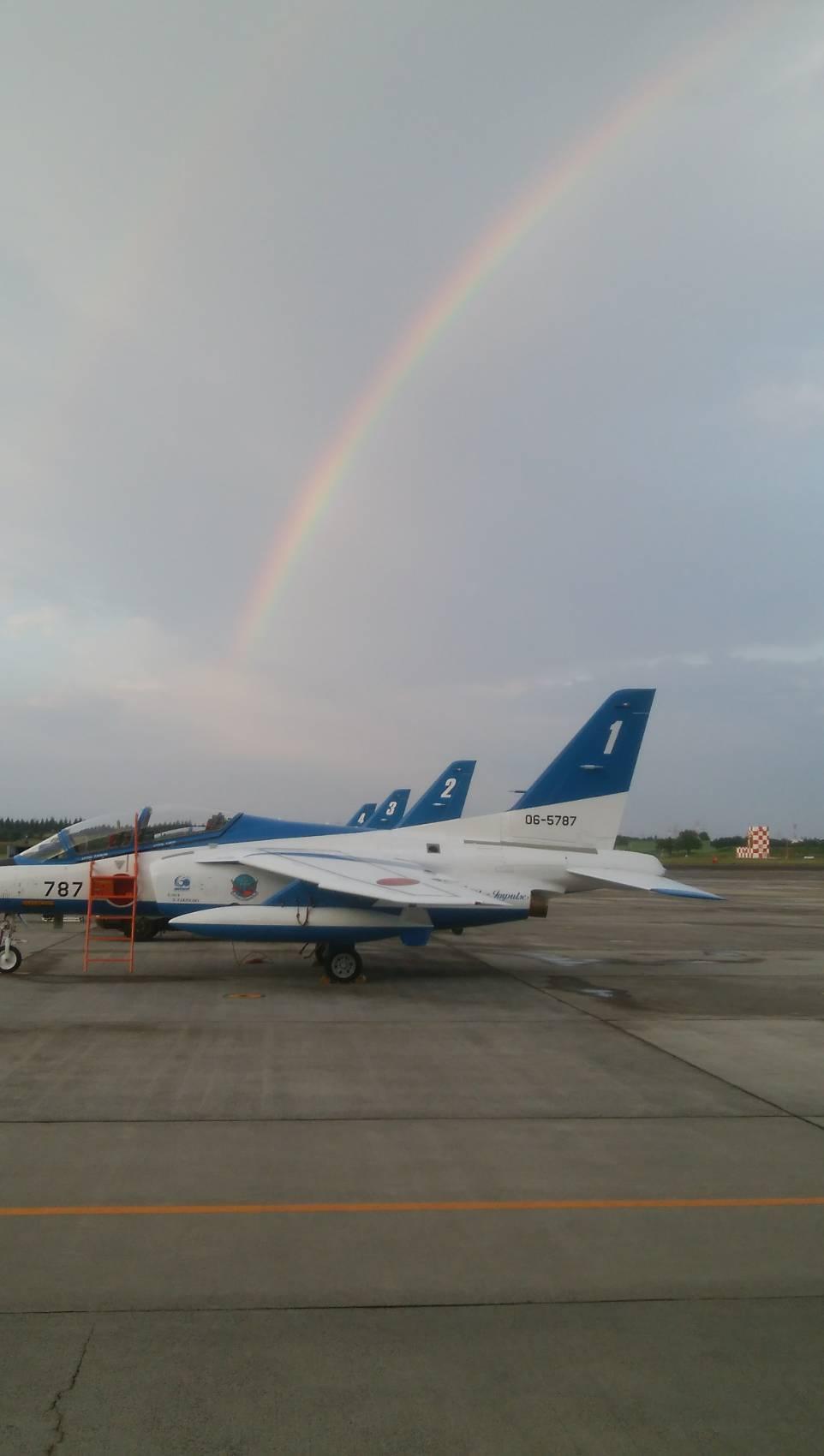 航空自衛隊「ブルーインパルス」が本日昼休み、都心上空を航過飛行予定。12:40~13:00。
