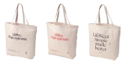 ユニクロで7000円以上買うと、リアル店舗で先着、オンラインで抽選でLifeWear エコバッグが貰える。5/22~5/24。